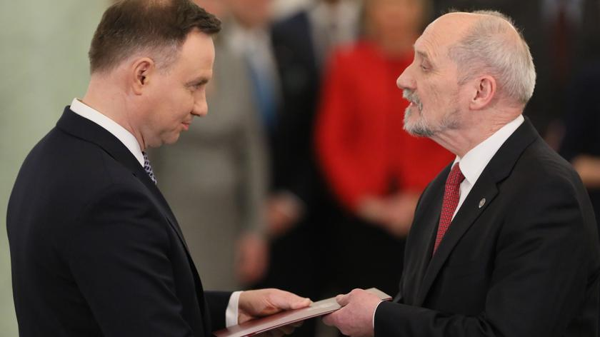 Ministerstwo Antoniego Macierewicza ma problem z terminami odpowiedzi na pytania posłów (nagranie archiwalne ponownego powołania Macierewicza na stanowisko)
