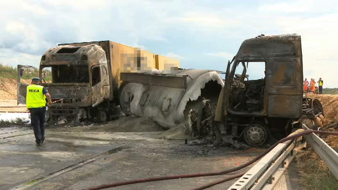 Zderzenie z autobusem, ciężarówki w płomieniach. Policja: ranne 32 osoby, śmigłowce w akcji