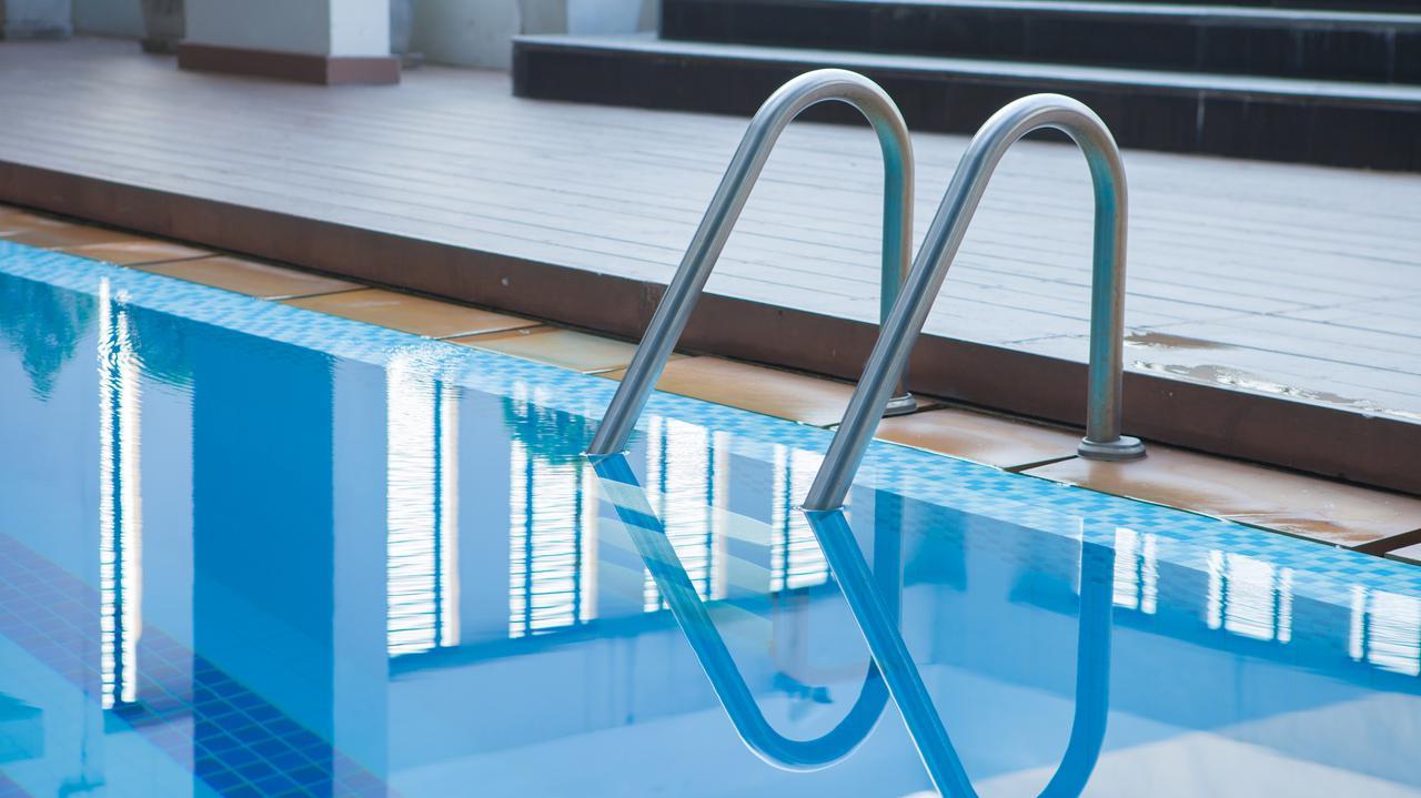 12-latka pływała w basenie, nie żyje. Prokuratura bada, co się stało