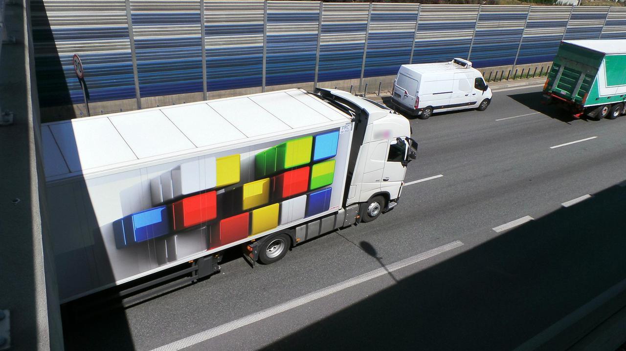 Ciężarówka stała na środku i blokowała trasę S8.