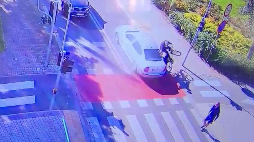 Kierowca nie ustąpił pierwszeństwa rowerzyście. 74-latek trafił do szpitala