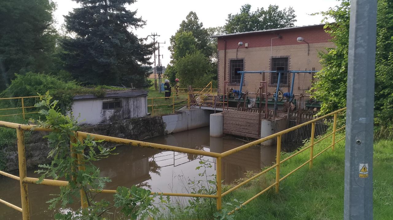 W trakcie serwisowania maszyn w elektrowni wodnej został wciągnięty przez turbinę, nie żyje