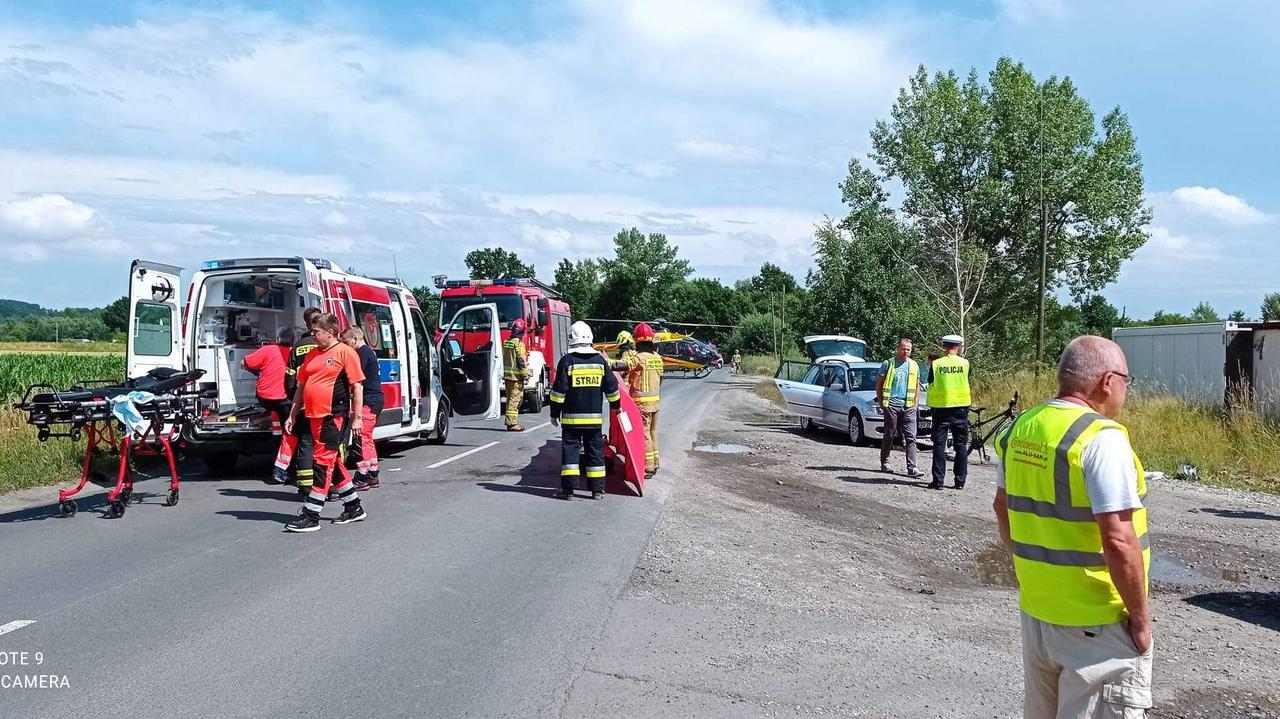 11-latek wpadł pod tylne koła wyprzedzającej go ciężarówki.