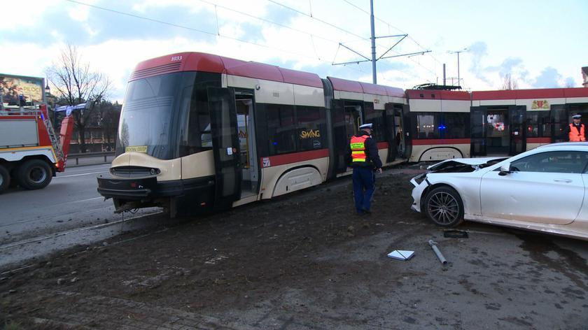 Na miejscu wypadku jest policja i Straż Pożarna