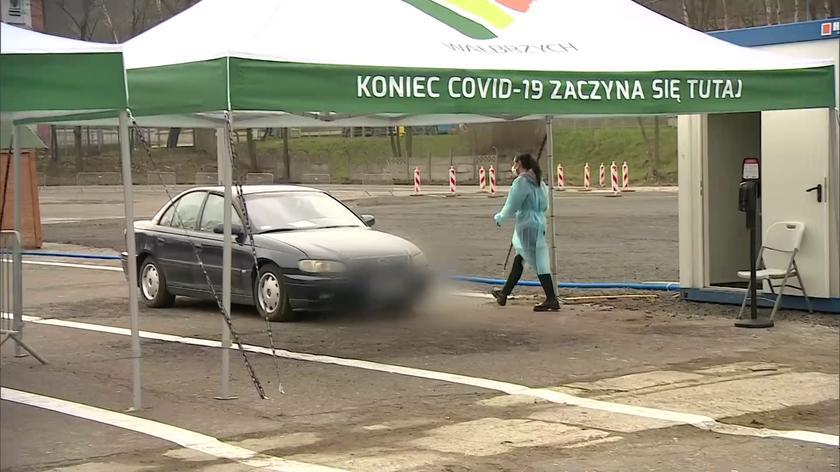 Punkt szczepień drive-thru w Wałbrzychu