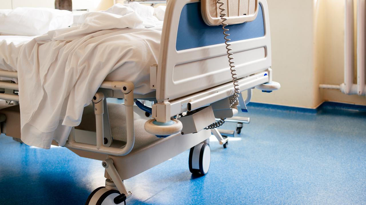 W szpitalach coraz mniej wolnych łóżek. Trzecia fala zakażeń i