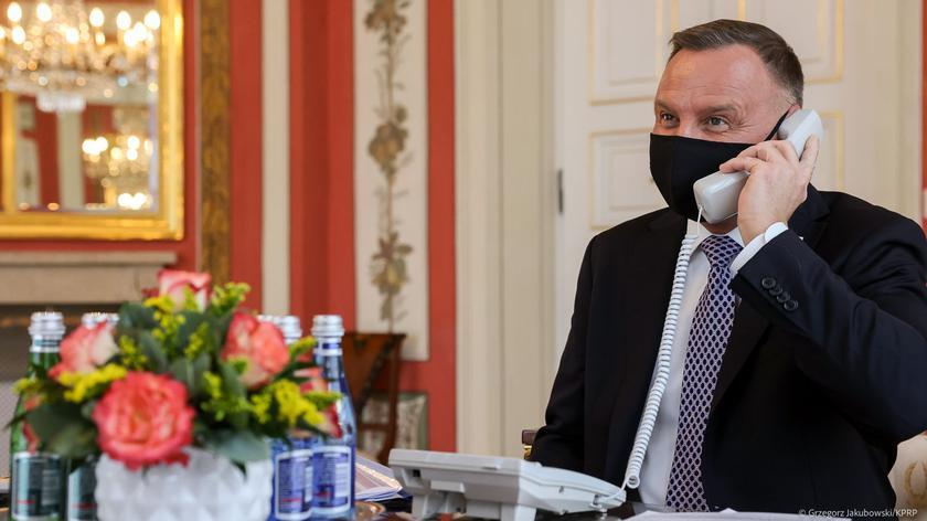 Prezydent Andrzej Duda: dziś oddajemy hołd wszystkim pracownikom ochrony zdrowia, którzy oddali życie w walce z koronawirusem