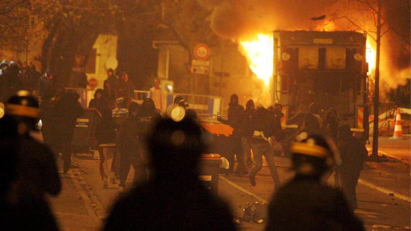 Bitwa uliczna na przedmieściach Paryża