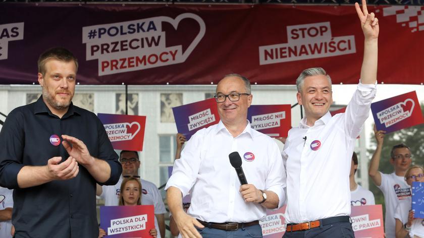 """Liderzy partii lewicowych wzięli udział w manifestacji """"Polska przeciw przemocy"""" w Białymstoku"""