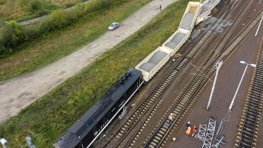 Wykolejenie lokomtywy i siedmiu wagonów. Utrudnienia na kolei