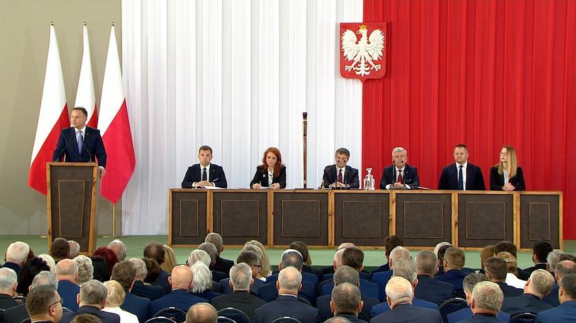 Zgromadzenie Narodowe na dziedzińcu Zamku Królewskiego