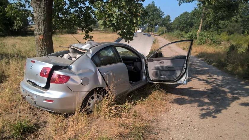 Wypadek w Podbrzeziu. 17-latek rozbił auto, 15-latek walczy o życie