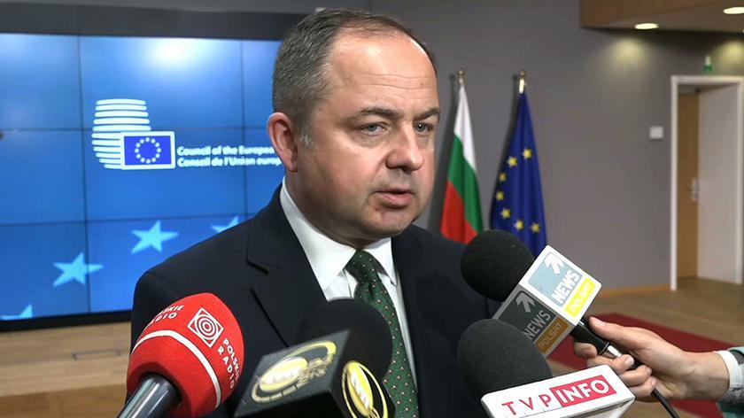 Minister do spraw europejskich Konrad Szymański w rozmowie z dziennikarzami w Brukseli