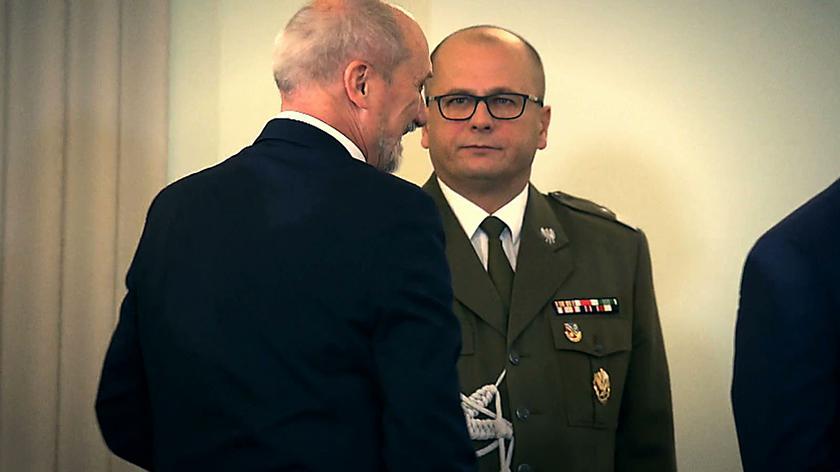 Generał Kraszewski trzymany w szachu SKW