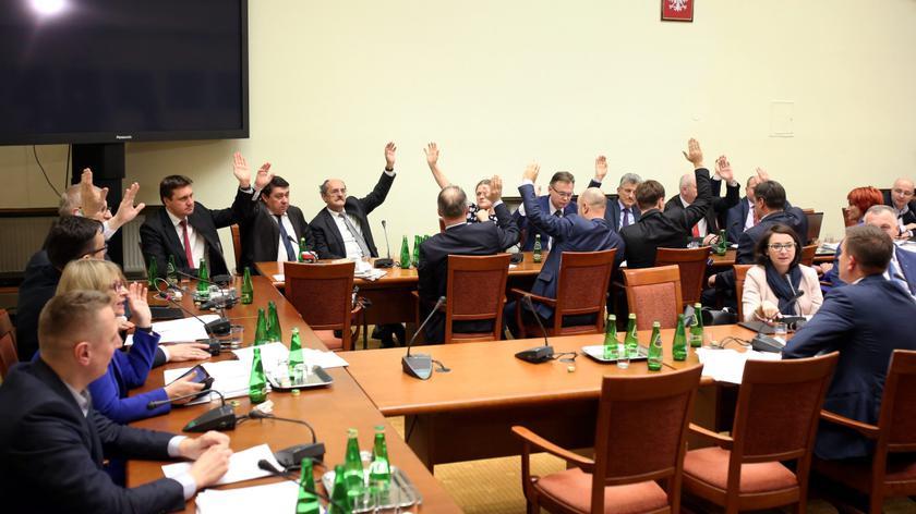 Komentarze po zakończeniu prac komisji ustawodawczej