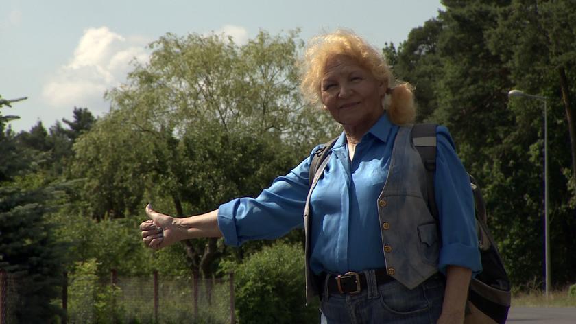 Ma 82 lata i zwiedza świat autostopem
