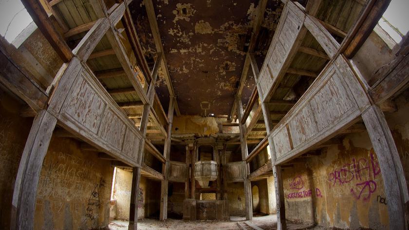 Zabytkowy kościół w Jędrzychowie popada w ruinę