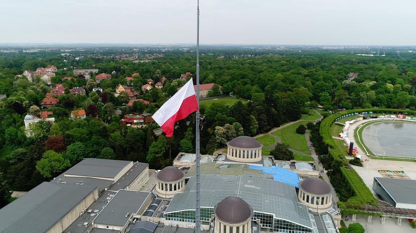 Flaga Polski zawisła na Iglicy