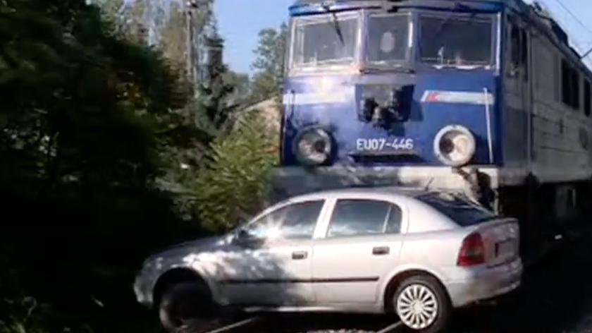 Samochód wjechał pod pociąg w Skawinie. Dwie osoby ranne