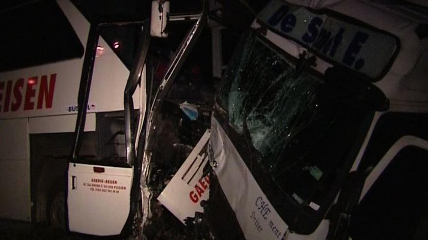 Jedna osoba nie żyje a 9 jest rannych, to bilans karambolu. w miejscowości Wyszki w Wielkopolsce. Przyczyną wypadku było najprawdopodobniej zaśnięcie kierowcy samochodu osobowego.