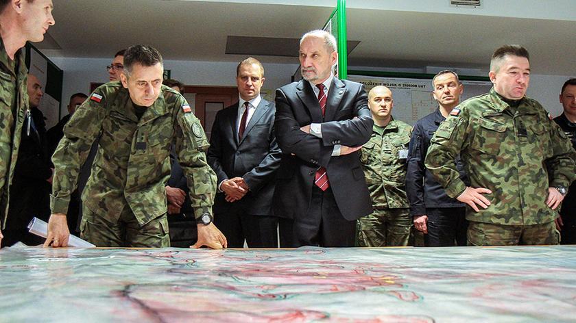 Minister Macierewicz w trakcie ćwiczeń Zima-17 (nagranie archiwalne ćwiczeń)