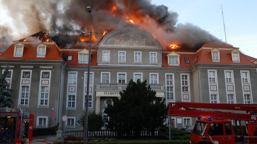 Płonie urząd miasta i starostwo Kwidzynia (fot. Szymon Młodzianowski)