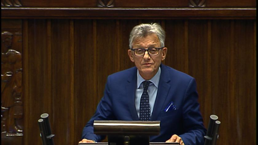 Piotrowicz przed głosowaniem odpowiadał na pytania posłów