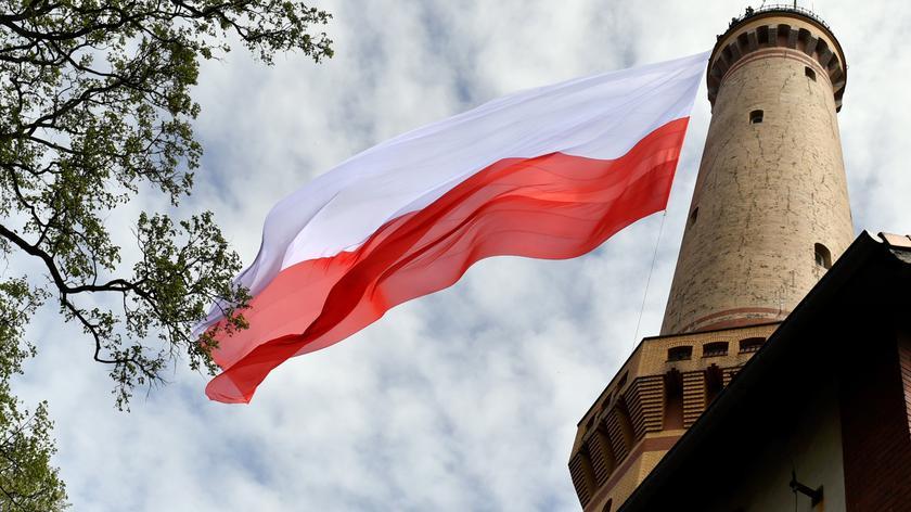 Flaga ma ponad 720 metrów kwadratowych