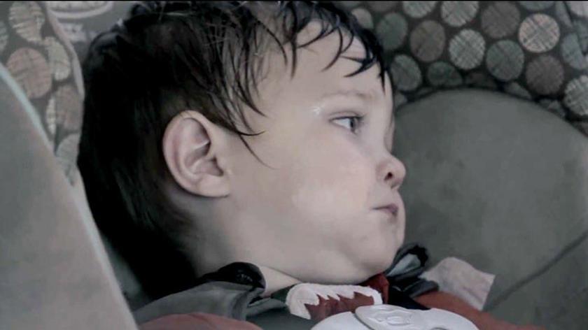Co może stać się z dzieckiem, jeśli zostawimy je w nagrzanym aucie?