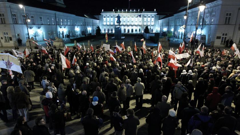 Demonstracja pod ambasadą Rosji w Warszawie (TVN24)