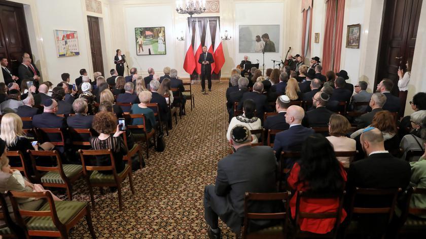 Duda: to właśnie w Polsce jest miejsce, gdzie rozsypane są prochy ofiar