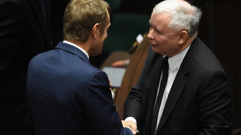 Koniec wojny? Tusk i Kaczyński uścisnęli sobie dłonie