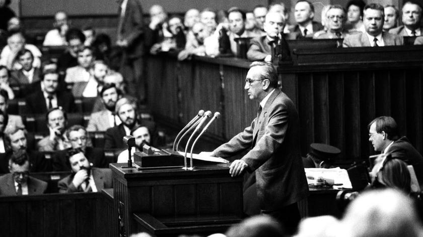 Mazowiecki premierem pierwszego niekomunistycznego rządu