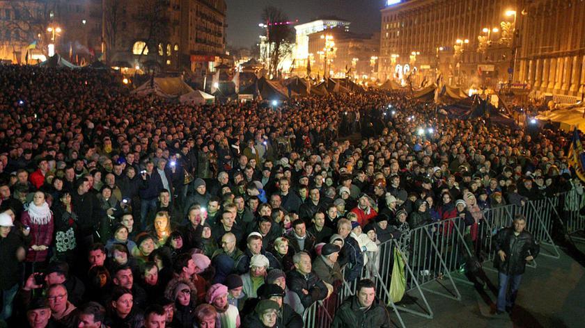 Na Majdanie nadal tłumy