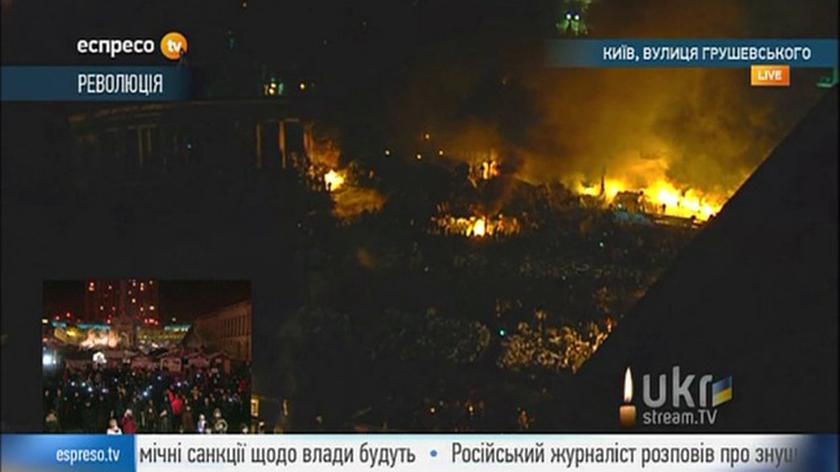Nocne śpiewy na Majdanie Niepodległości