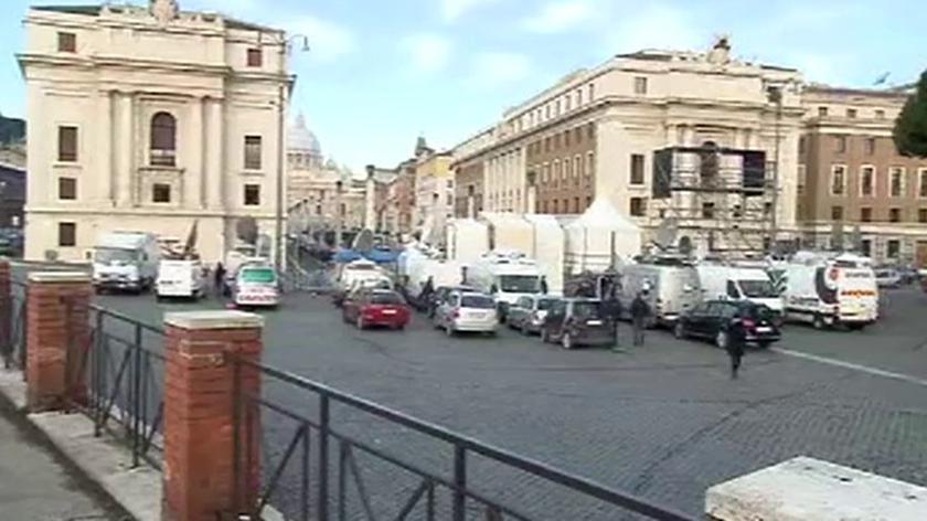 Oczekiwanie na ostatnie uroczystości z Benedyktem XVI