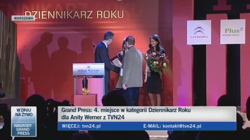 Piotr Stasiński odbiera nagrodę za Wojtka Jagielskiego (TVN24)