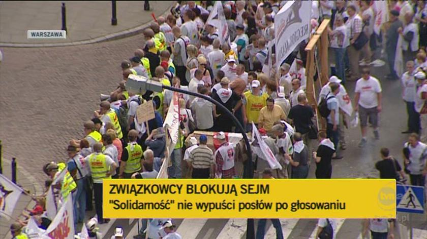 """""""Solidarność"""" blokuje wyjście z Sejmu. (TVN24)"""