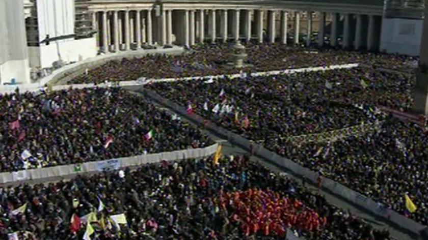 Tłumy na Placu Św. Piotra