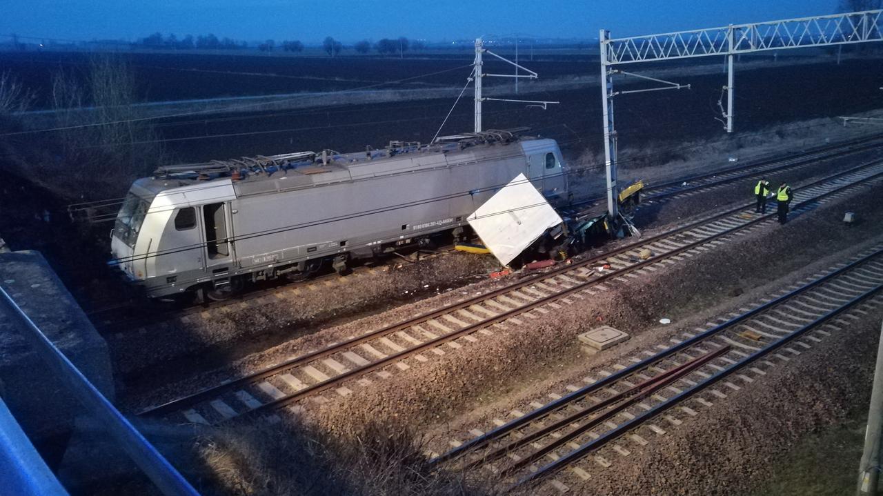 Pociąg uderzył w drezynę, zginęli pracownicy kolei. Dwie osoby usłyszały zarzuty
