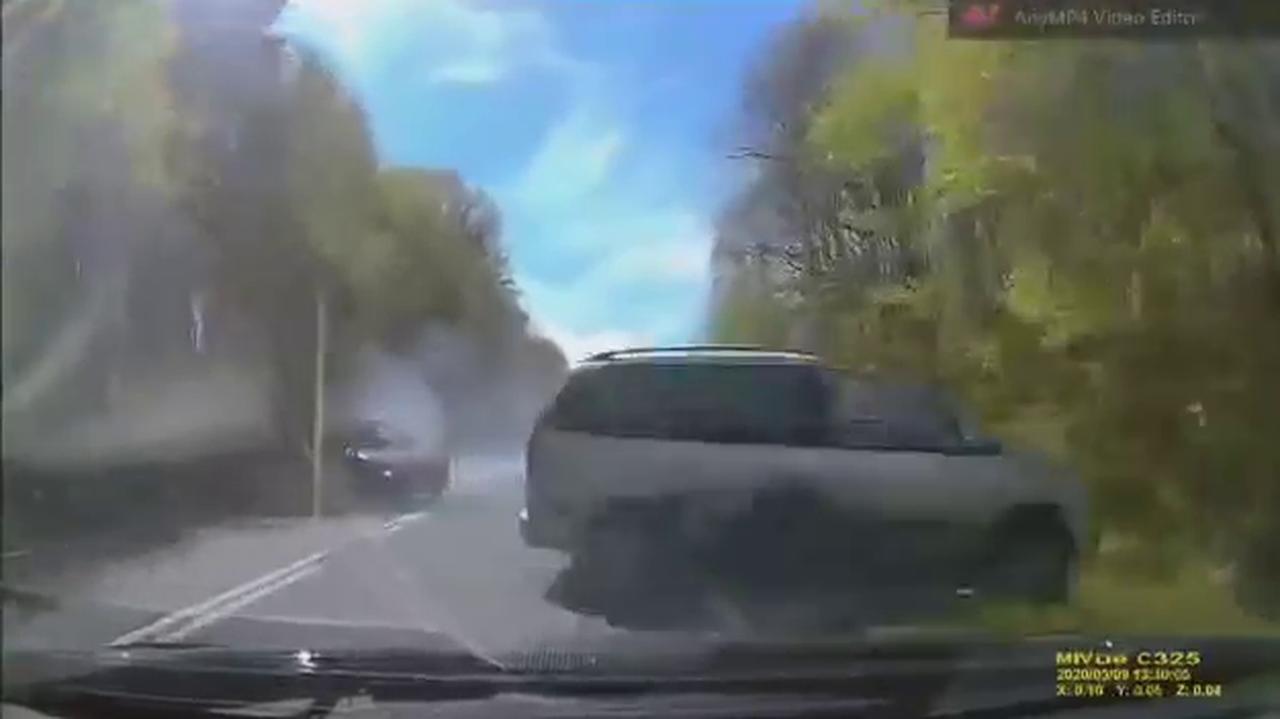 Nagle zauważyła, że wprost na nią jedzie auto. Miała sekundy na reakcję. Nagranie udostępnia