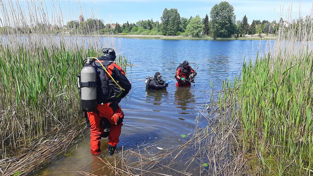 Na dnie jeziora znaleźli torbę z ludzkimi szczątkami. Może to być zaginiona 24 lata temu kobieta.