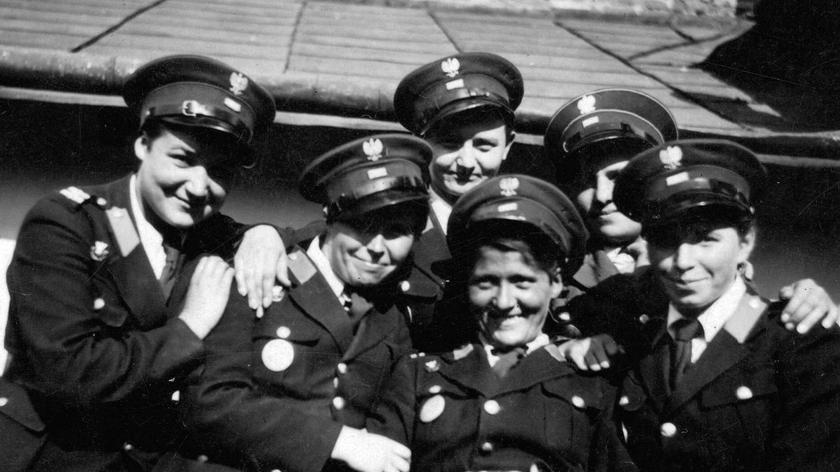 Poznań: Parada z okazji 95-lecia kobiet w policji