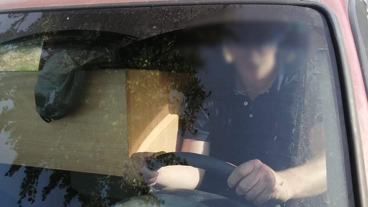 Tak załadował swoje auto, że prawie nie widział drogi, miał też problem ze zmianą biegów
