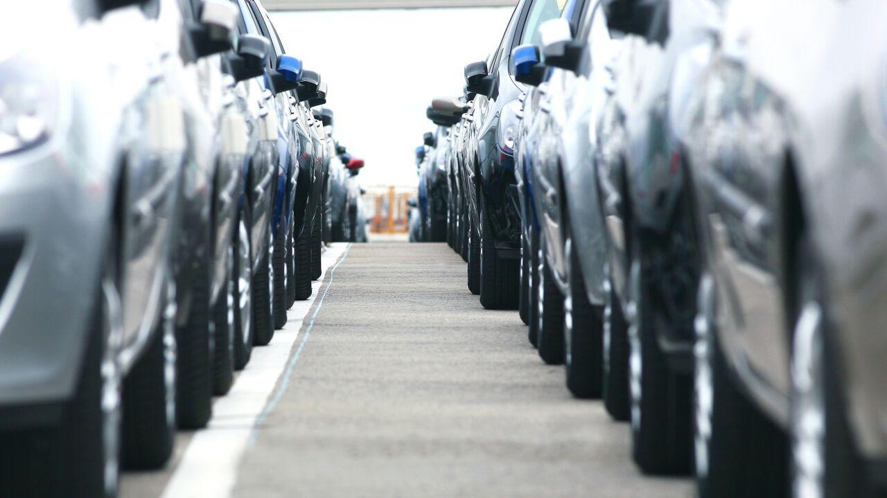 Rejestracja samochodów zanurkowała. Ale jest jeden segment, który zanotował wzrost