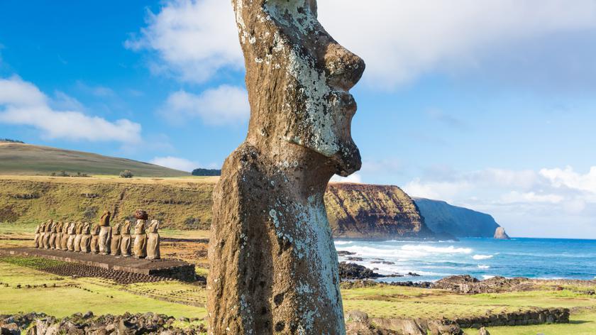 """Wyprawa na Wyspę Wielkanocną. """"Jest tam 900 posągów. Robią niesamowite wrażenie"""""""