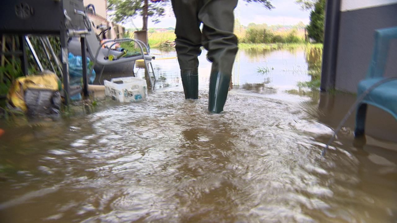 Woda zalała posesje, piwnice, bulwary.