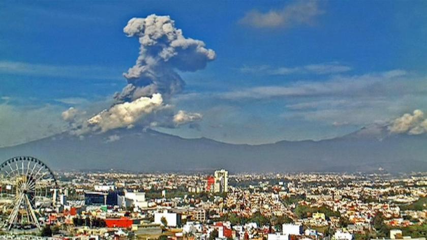 Spektakularny wybuch Popocatepetl