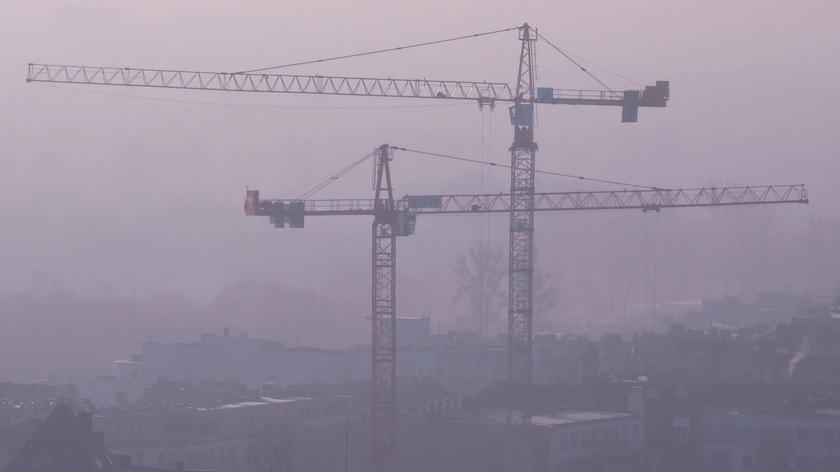 """Najgorsze powietrze w Europie. """"Sytuacja poprawi się w przyszłym tygodniu"""" (materiał Faktów TVN)"""