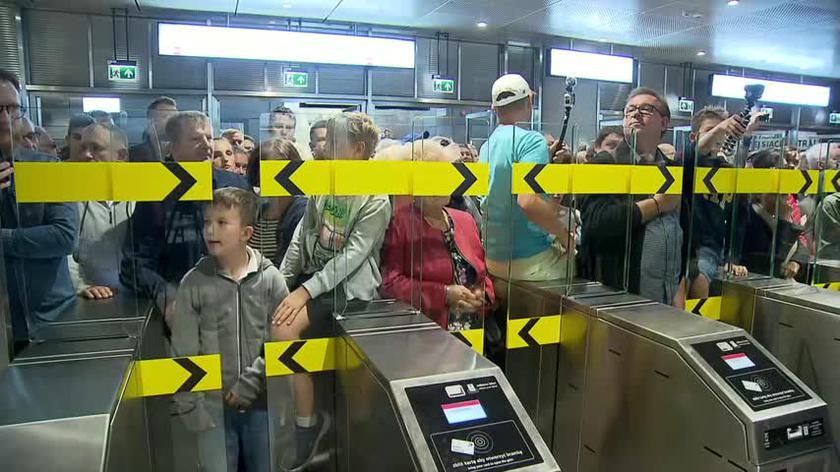 Tłumy na otwarciu metra